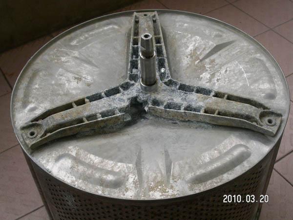 网友实拍:西门子滚筒洗衣机用两年就腐烂